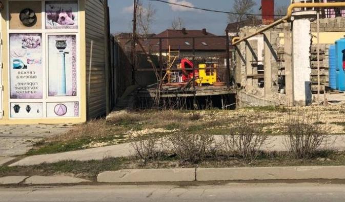 Был роллет и больше нет: в Анапе сносят нелегальные постройки