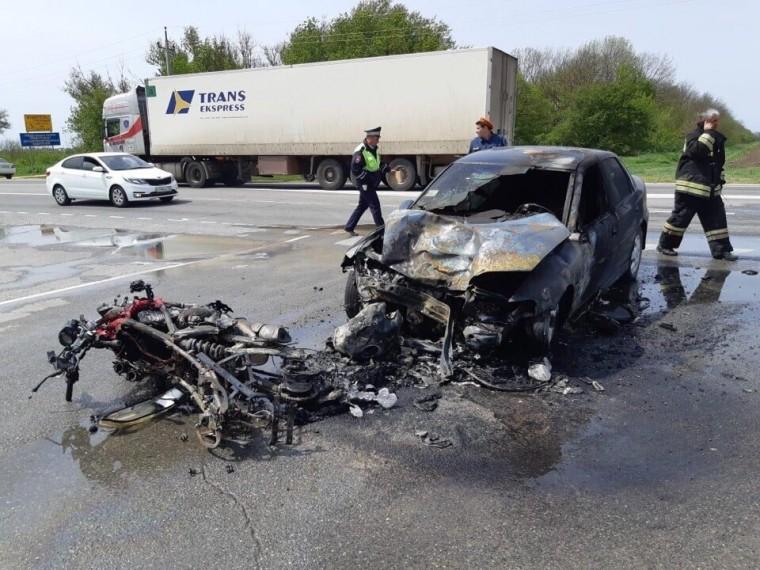 Транспорт сгорел, но люди остались живы - подробности ДТП рядом с Анапой