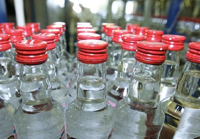 Полицейские Анапы, «накрыли» кабак и изъяли 200 литров «паленого» алкоголя