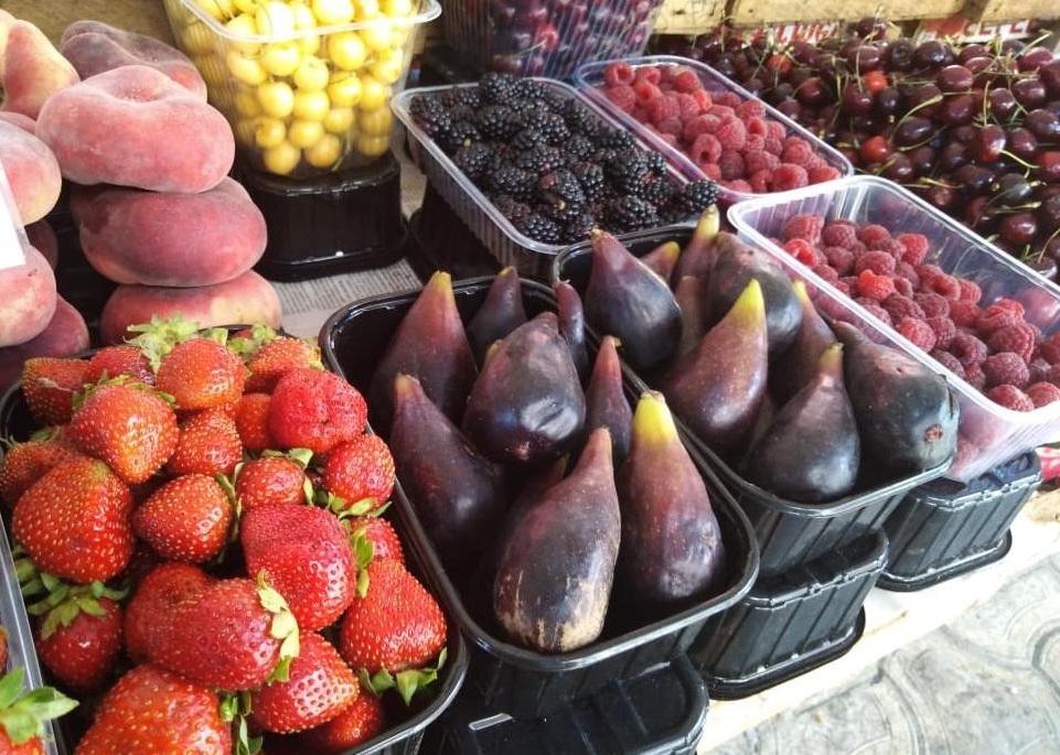 Сколько в июле 2019 г., стоят ягоды и фрукты в Анапе?